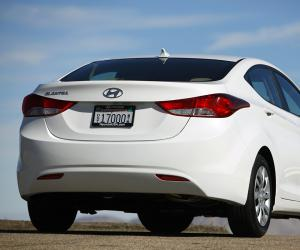 Hyundai Elantra photo 15