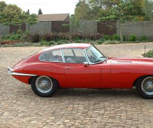 Jaguar E-Type photo 15