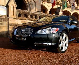 Jaguar XF 4.2 SV8 photo 2