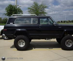 Jeep Cherokee Chief image #4
