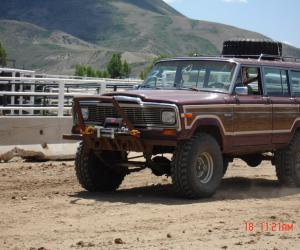 Jeep Wagoneer photo 1