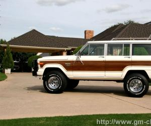 Jeep Wagoneer photo 2