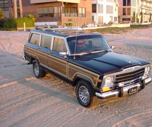Jeep Wagoneer photo 4