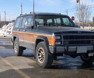 Jeep Wagoneer photo 7