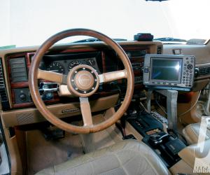 Jeep Wagoneer photo 14