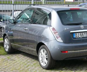 Lancia Ypsilon 1.4 16v photo 2