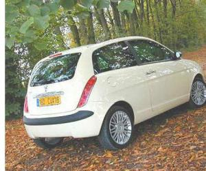 Lancia Ypsilon 1.4 16v photo 3