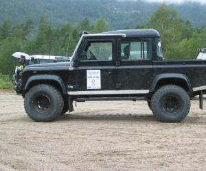 Land-Rover Defender photo 7
