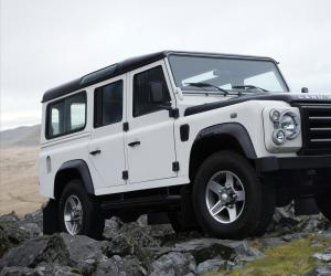Land-Rover Defender photo 9