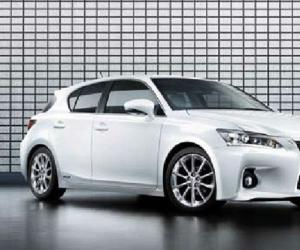 Lexus CT 200h photo 1