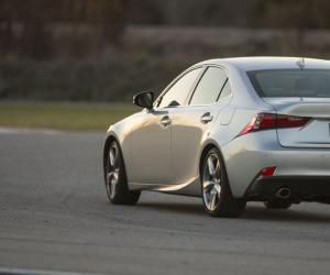 Lexus IS photo 3