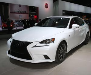 Lexus IS photo 7