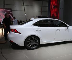 Lexus IS photo 12