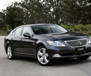 Lexus LS 460 AWD photo 1