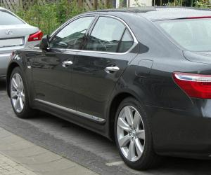 Lexus LS 600h photo 1