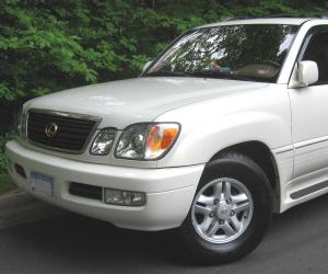 Lexus LX 470 photo 1