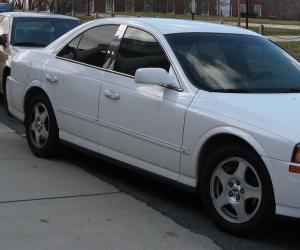 Lincoln LS photo 9