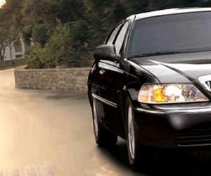 Lincoln Town Car photo 3