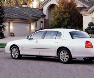Lincoln Town Car photo 4