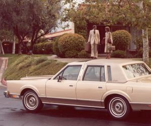 Lincoln Town Car photo 5