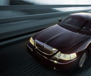 Lincoln Town Car photo 7