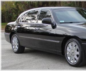 Lincoln Town Car photo 9