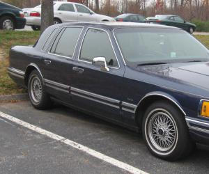 Lincoln Town Car photo 10