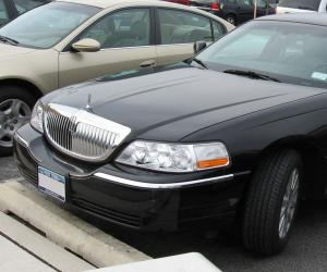 Lincoln Town Car photo 11