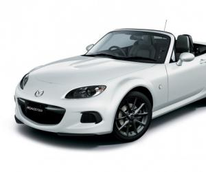 Mazda MX-5 Black & White photo 4