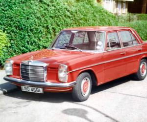 Mercedes-Benz 220 photo 1