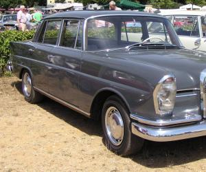 Mercedes-Benz 220 photo 7