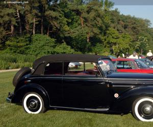 Mercedes-Benz 220 photo 12
