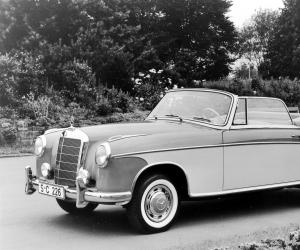 Mercedes-Benz 220 photo 13