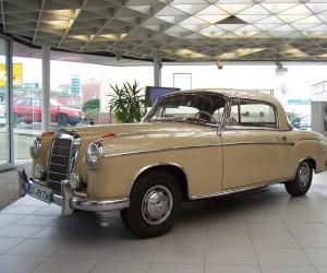 Mercedes-Benz 220 S Coupé photo 4