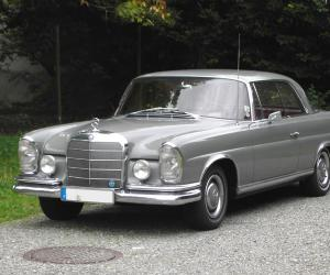 Mercedes-Benz 220 SE Coupé photo 1