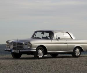 Mercedes-Benz 220 SE Coupé photo 2