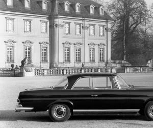 Mercedes-Benz 220 SE Coupé photo 5