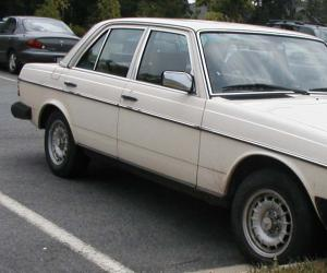 Mercedes-Benz 240 photo 1