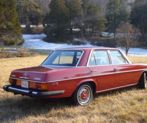 Mercedes-Benz 240 D 3.0 photo 13