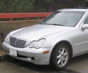 Mercedes-Benz C 240 photo 2