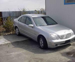 Mercedes-Benz C 240 photo 11