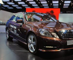 Mercedes-Benz e-300-hybrid photo 1