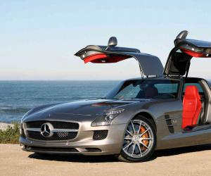 Mercedes-Benz SLS AMG photo 13