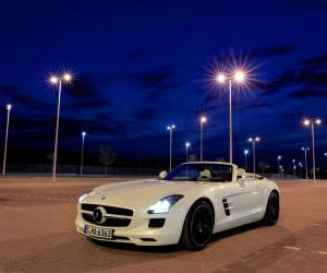 Mercedes-Benz SLS AMG Roadster photo 7