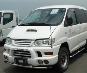 Mitsubishi Space Gear photo 6