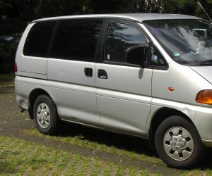 Mitsubishi Space Gear photo 7
