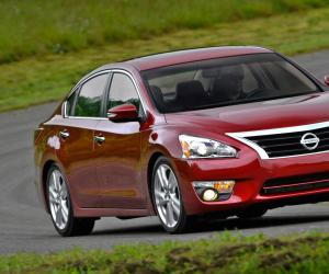 NISSAN Altima photo 1