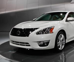 NISSAN Altima photo 4