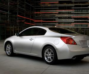 NISSAN Altima photo 6