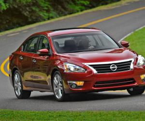 NISSAN Altima photo 8